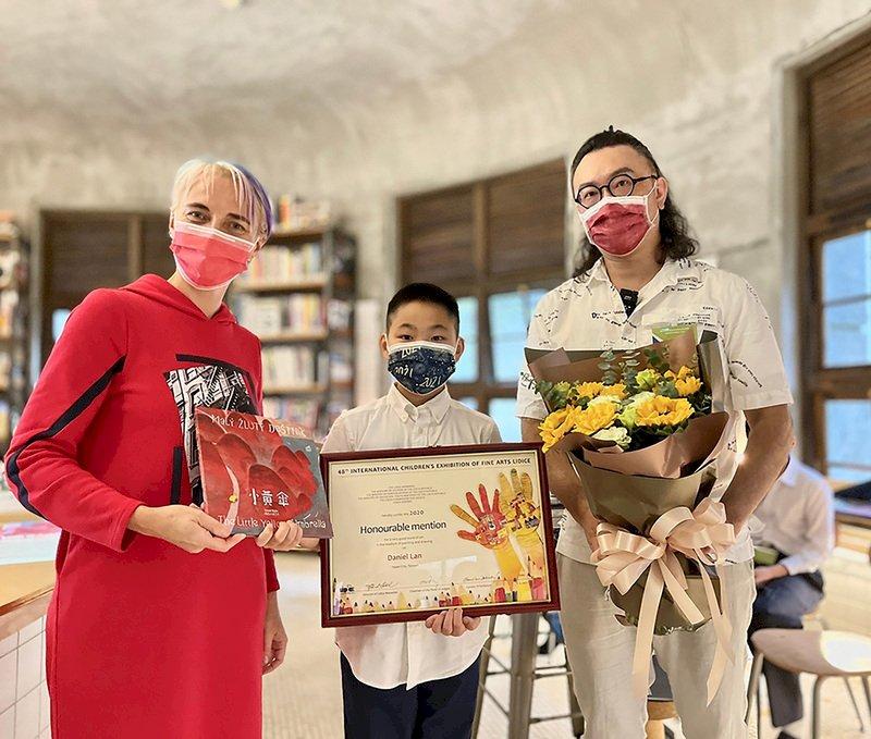 捷克利迪策國際兒童美術展 台灣獲2學童獲優選