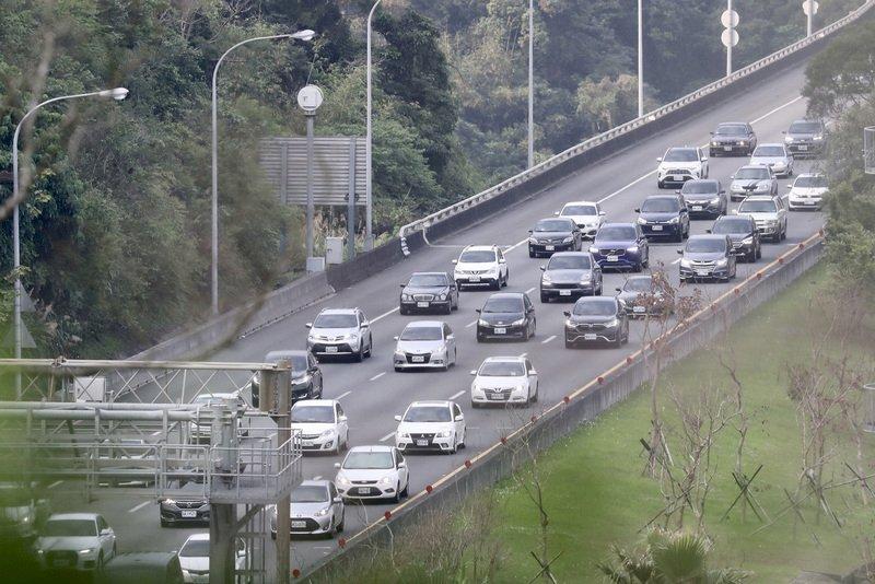 鼓勵提早掃墓國道7折湧車流 多處時速不到40公里