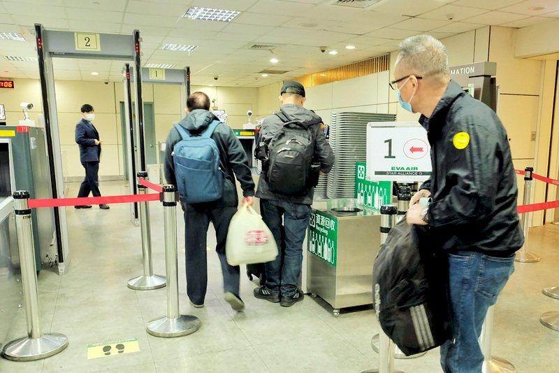 桃機恢復轉機作業 旅客讚台灣最方便