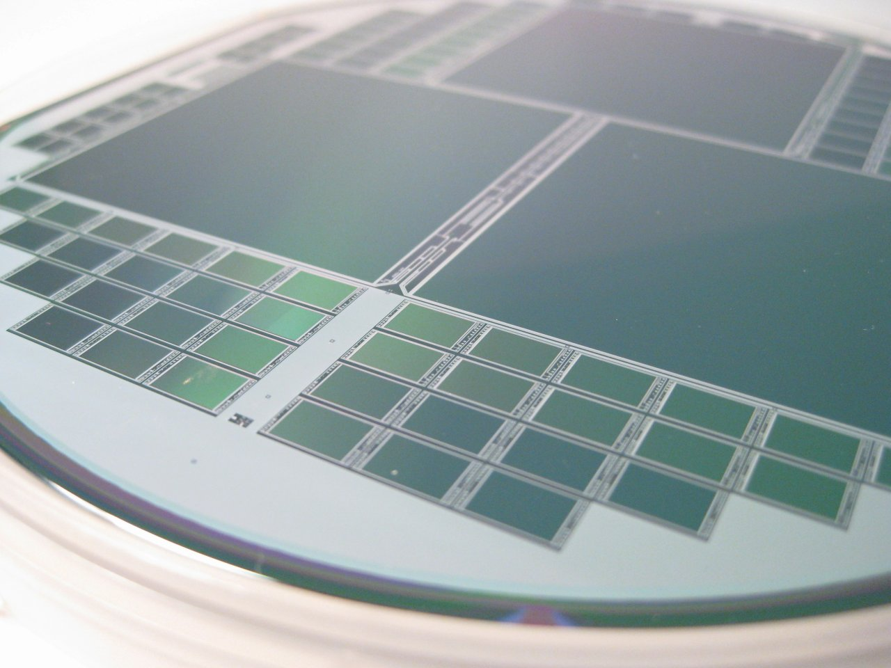 趁缺貨加價40倍 中國3晶片經銷遭開罰千萬