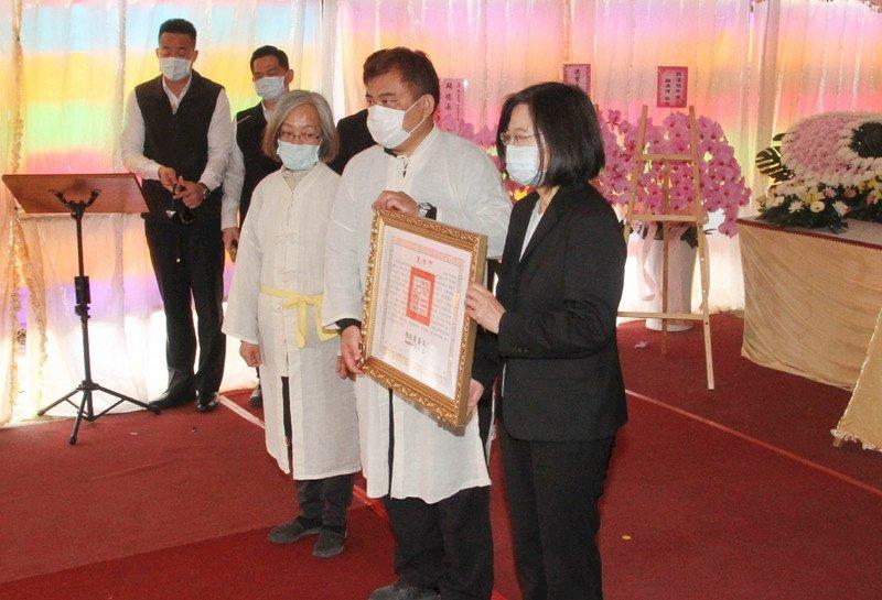 頒贈褒揚令 總統:崑濱伯一生腳踏實地 讓大家更認識台灣農業