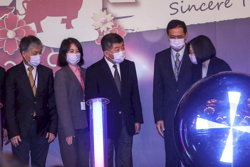 蔡總統感謝守防疫最前線 口罩實名制藥師功不可沒