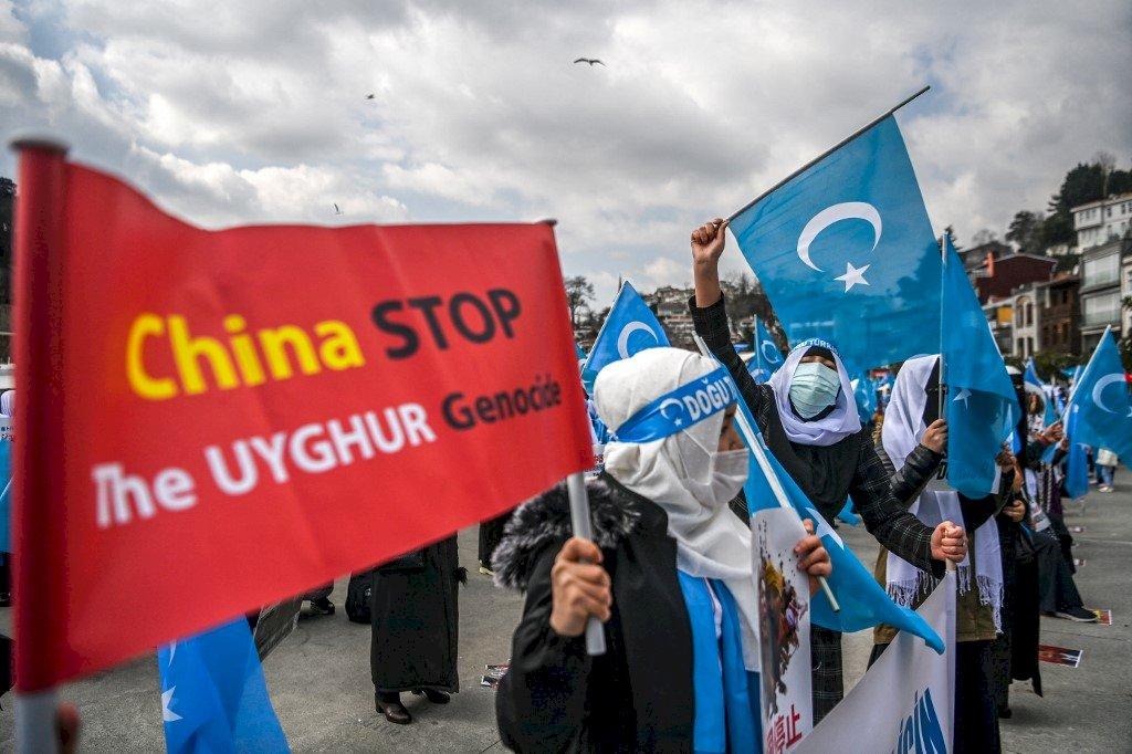 維吾爾婦女伊斯坦堡遊行 抗議中國新疆集中營