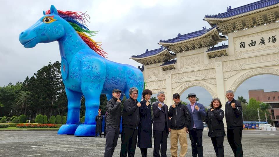 紙風車打造10公尺高「雨馬」 獻給全世界孩子祝福(影音)