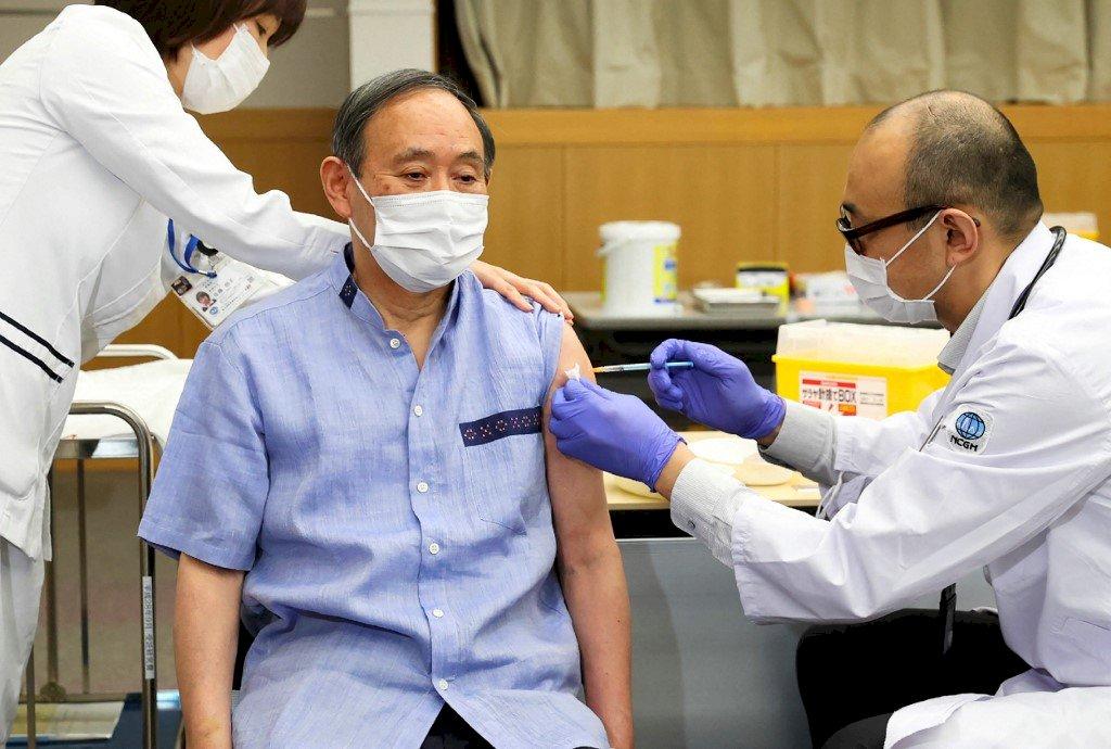 為了訪美會拜登 日本首相接種疫苗