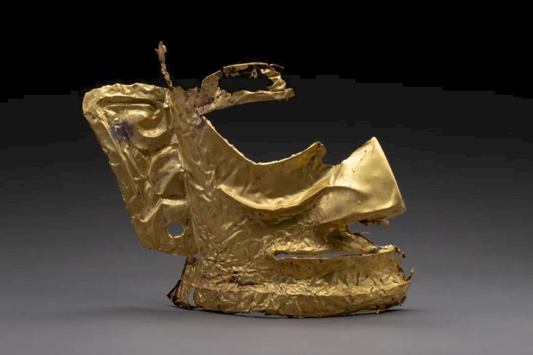 中國三星堆遺址 挖出巨大金面具