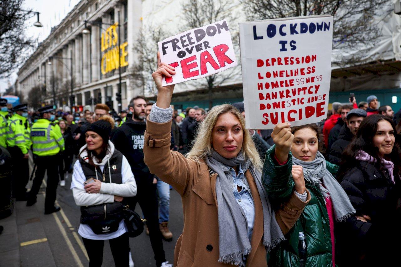 不滿宅在家 歐洲反防疫串連示威高喊「夠了」