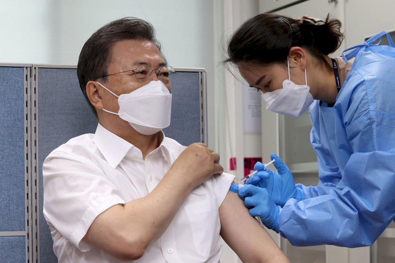 準備訪英參加G7峰會 文在寅今接種首劑AZ疫苗