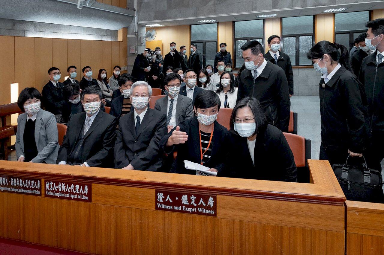 總統旁聽國民法官模擬法庭 府:以行動支持國民法官制度