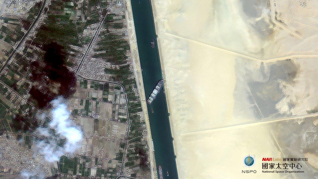 蘇伊士運河塞百艘船狀況 福衛五號3張衛星圖揭曉