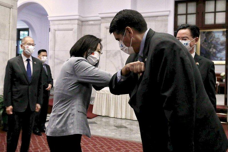 會見惠恕仁 蔡總統:台帛旅遊泡泡將展示安全旅遊模式可行