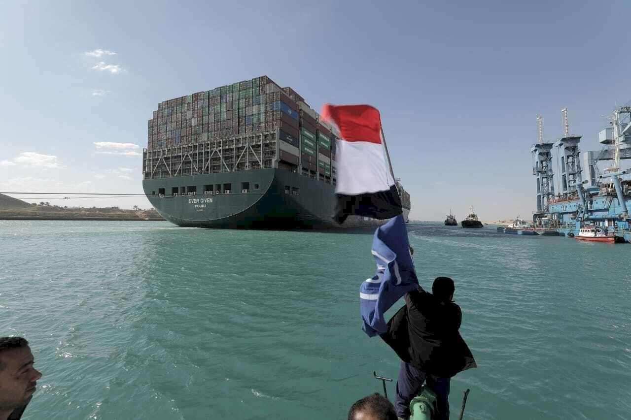 長賜輪卡住蘇伊士運河 船東律師:運河管理局有疏失