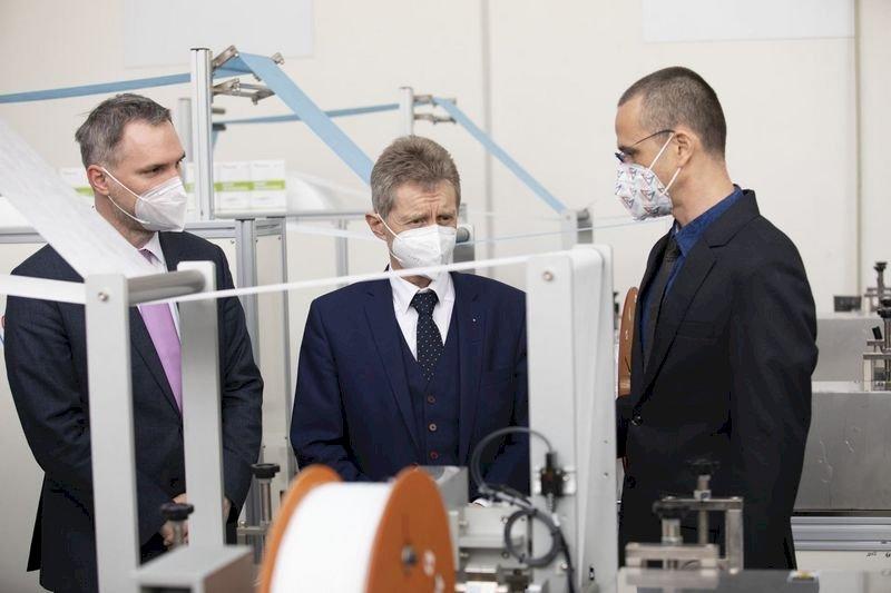 台贈捷克口罩生產線投產 部分產能捐做公益