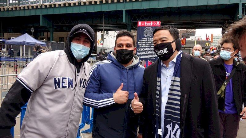 洋基開幕戰球迷回歸 楊安澤看球成場外焦點