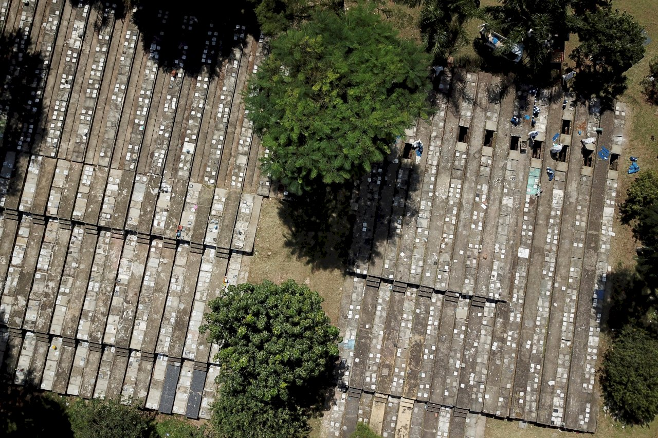巴西染疫死亡人數突破50萬大關 僅次於美國