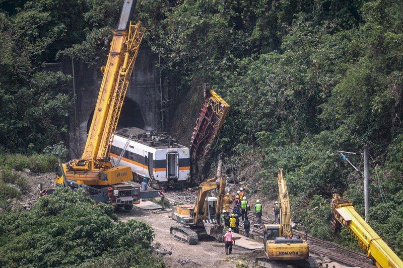 太魯閣號事故  罹難者人數下修為48人