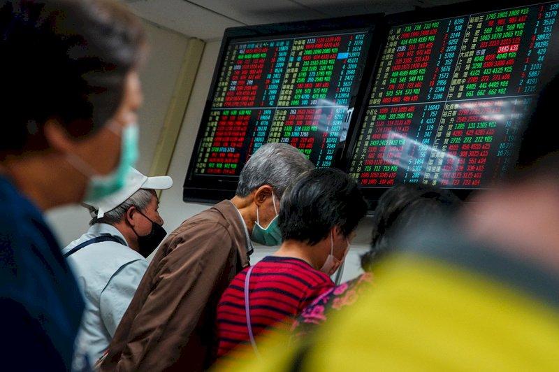 台股爆4838億元新天量 劇烈震盪收漲41點