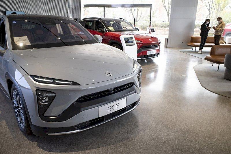 晶片荒衝擊產量 中國電動車巨頭月產能衰退25%