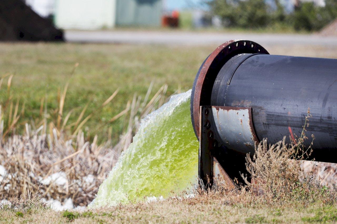 佛州廢水外洩搶救見效 危機降低解除撤離令