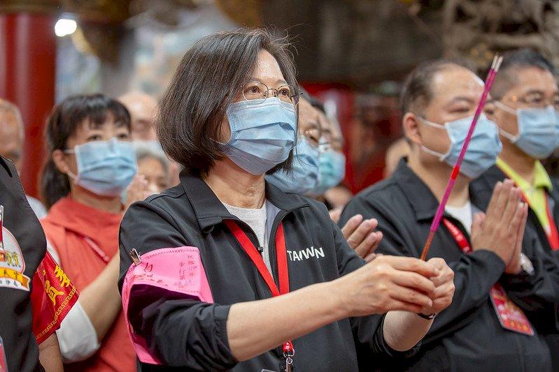 蔡總統參拜白沙屯媽祖 讚進香活動「代表台灣人團結精神」