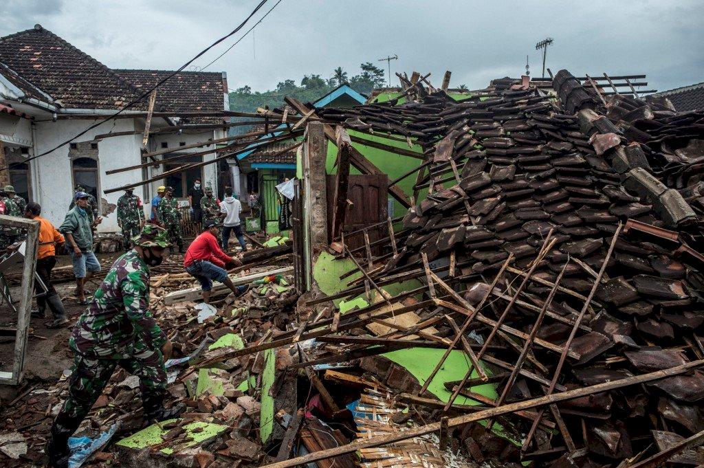印尼東爪哇地震釀8死39傷 千餘棟建物受損