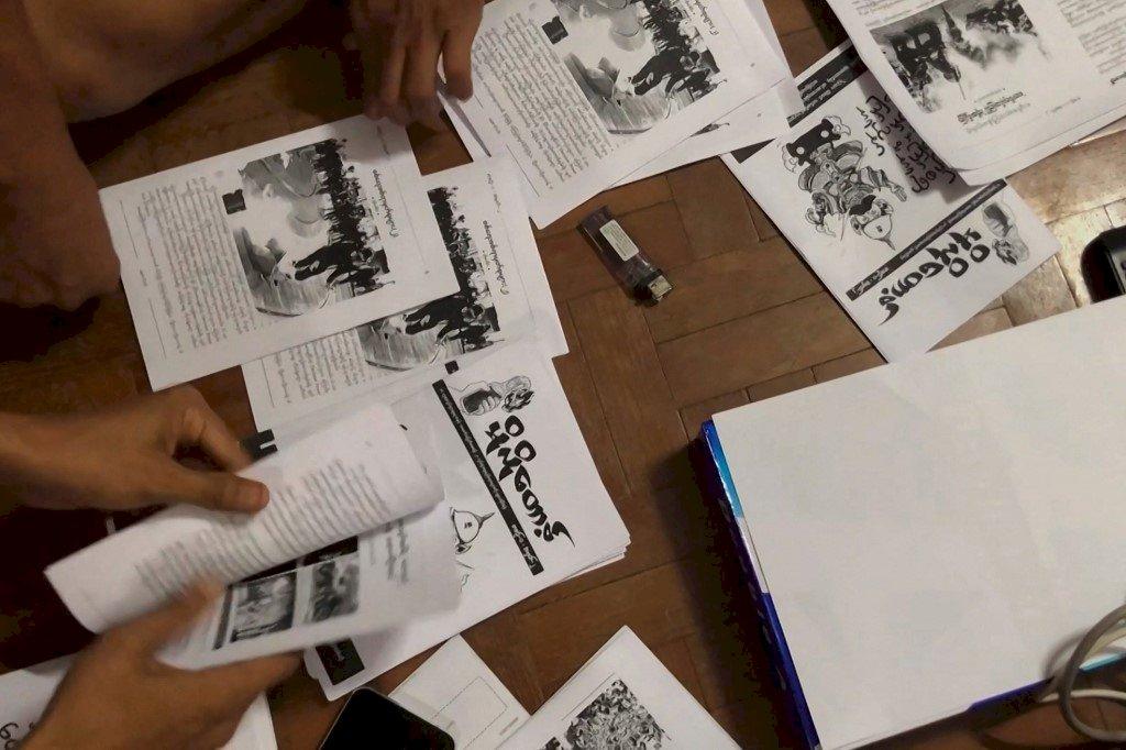 反制軍政府斷網 緬甸年輕人靠地下刊物通訊