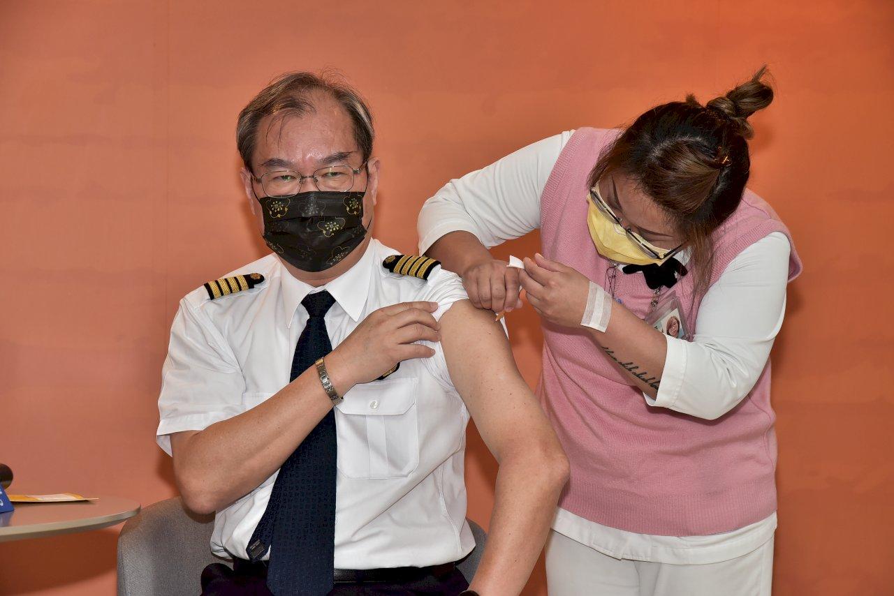 華航機組員今打疫苗 盼出勤更安心旅客更放心