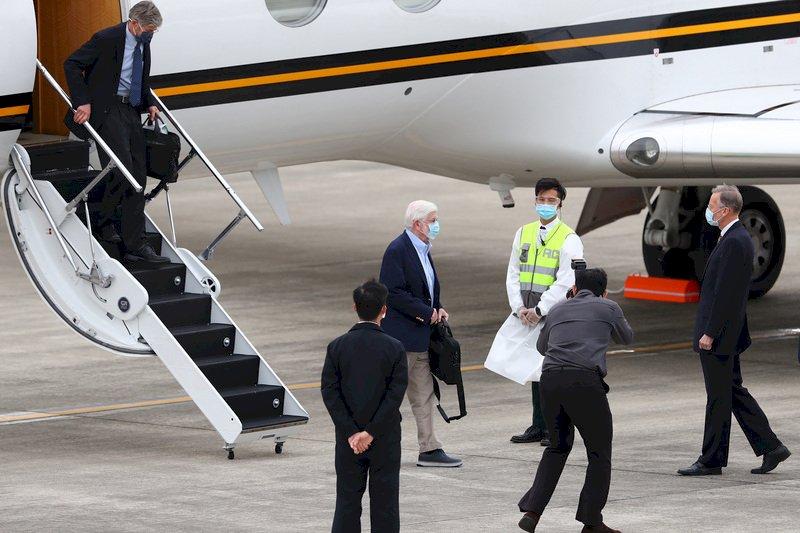 拜登上任後訪台首發團  陶德專機抵松山機場