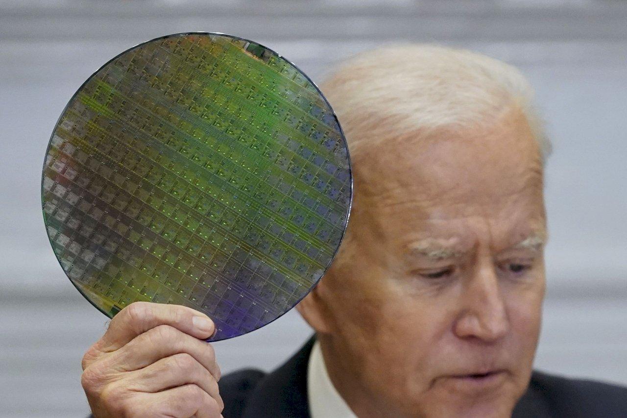美鷹派議員籲拜登政府 限制出售晶片製造設備給中國