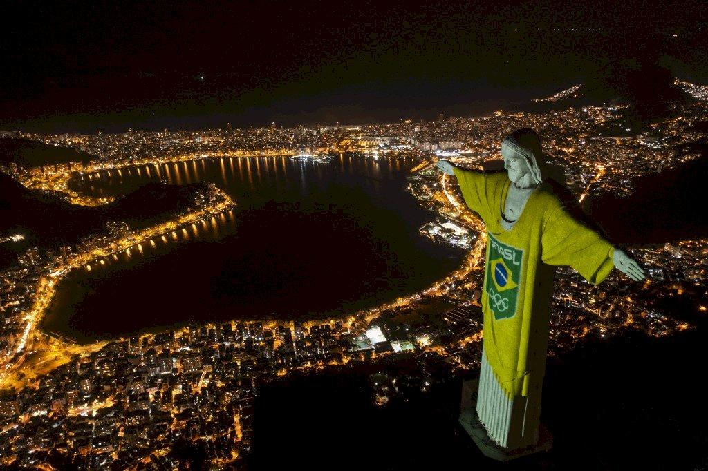 巴西耶穌像光雕秀 慶祝東京奧運倒數100天