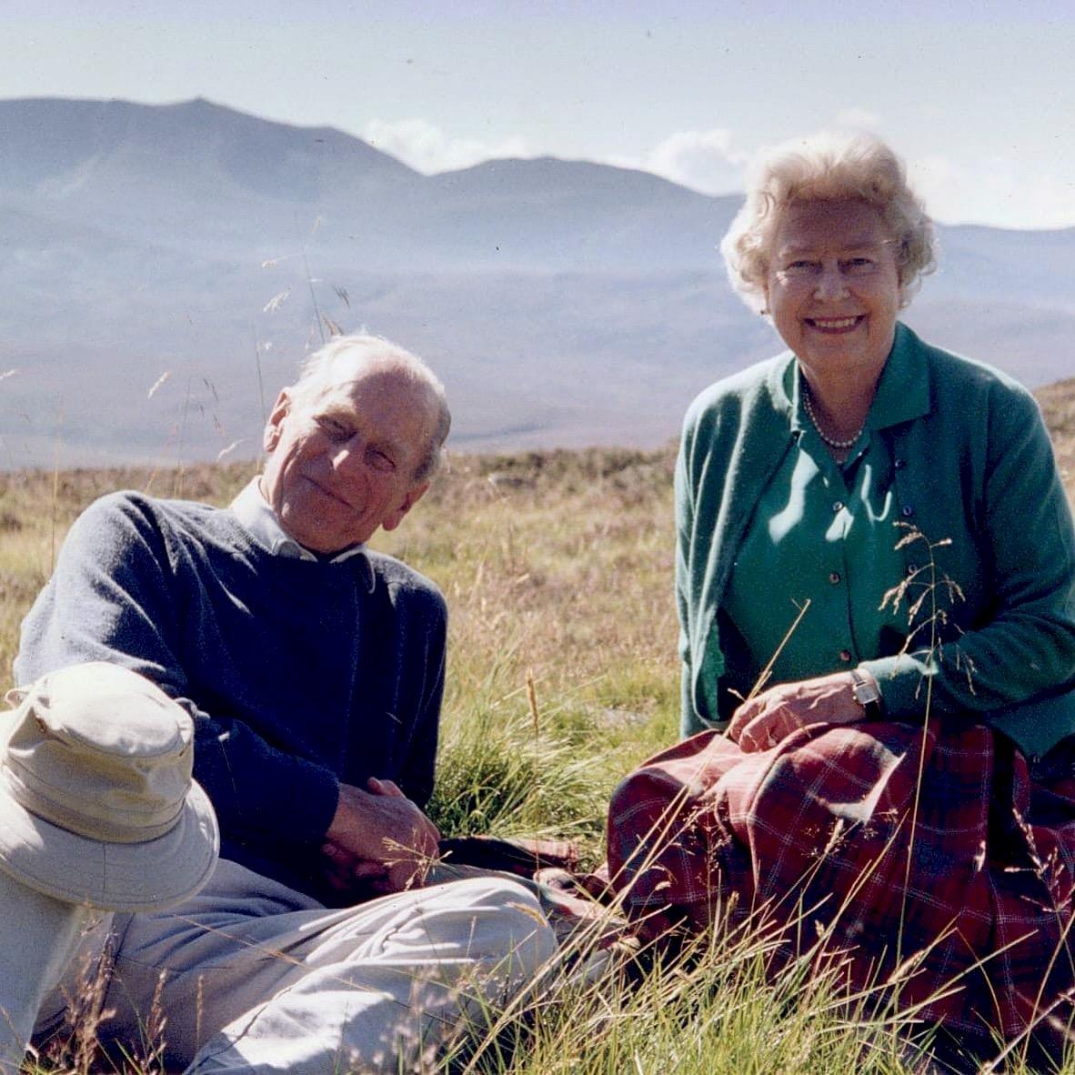 英女王分享與亡夫最愛合照 平凡衣著洋溢幸福