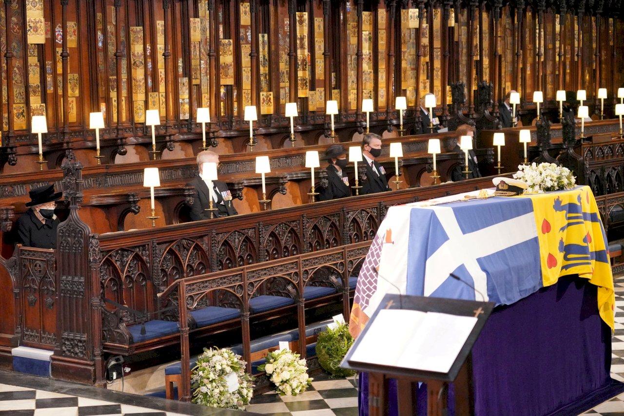 菲立普親王喪禮 英女王獨坐送亡夫