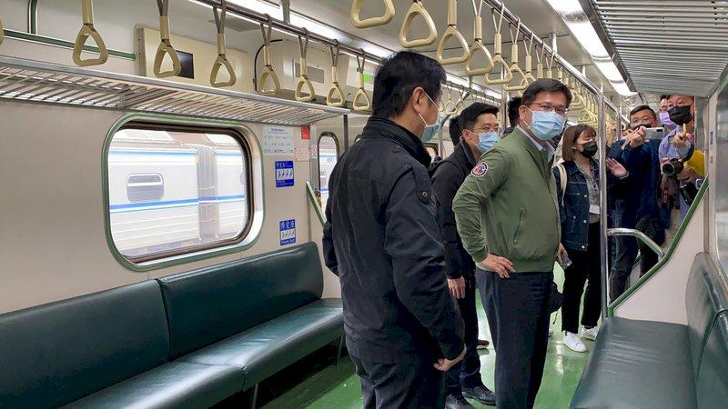 太魯閣號事故地點通車 林佳龍搭首班列車宣示安全
