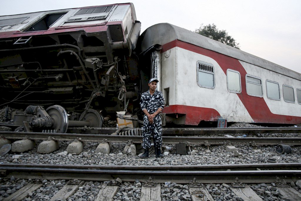 埃及發生列車脫軌事故 造成11死98傷