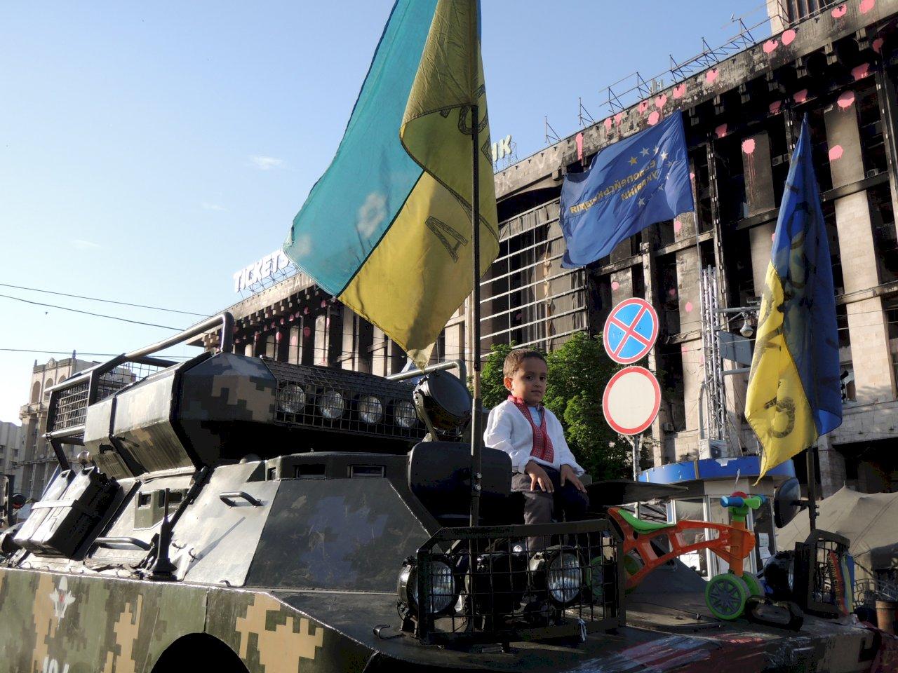 一邊向東,一邊向西,烏克蘭被撕裂的命運何時了