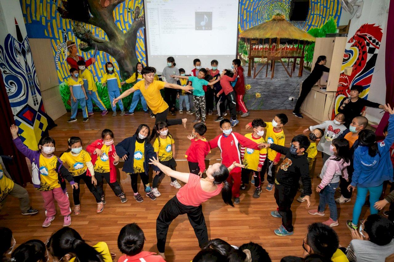 雲門「舞」進偏遠學校   播下藝術種子