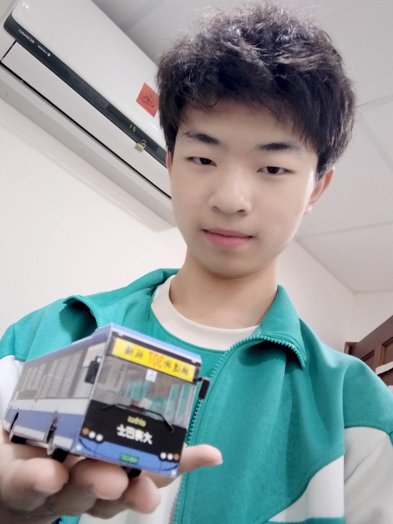 世界地球日 17歲新二代手作紙公車好玩又環保