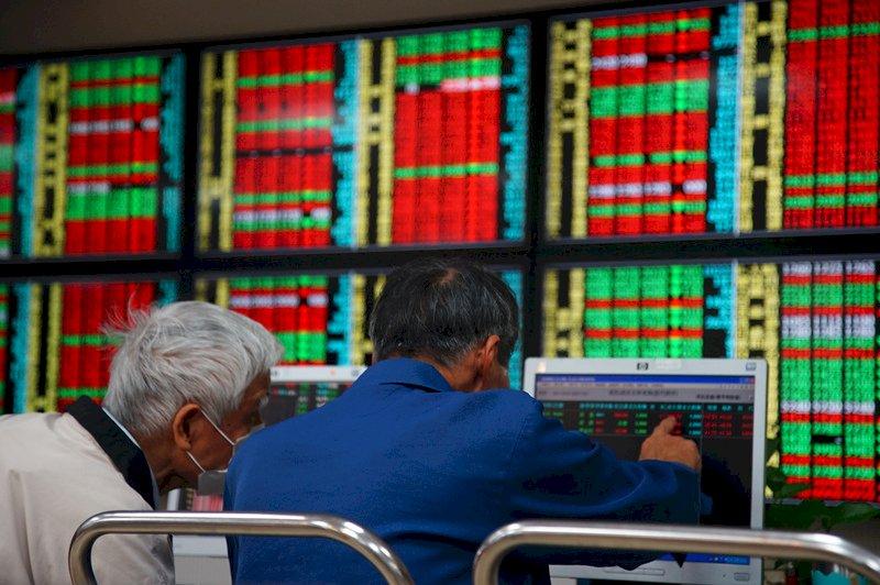 台股今衝上17600點  創高後震盪加劇