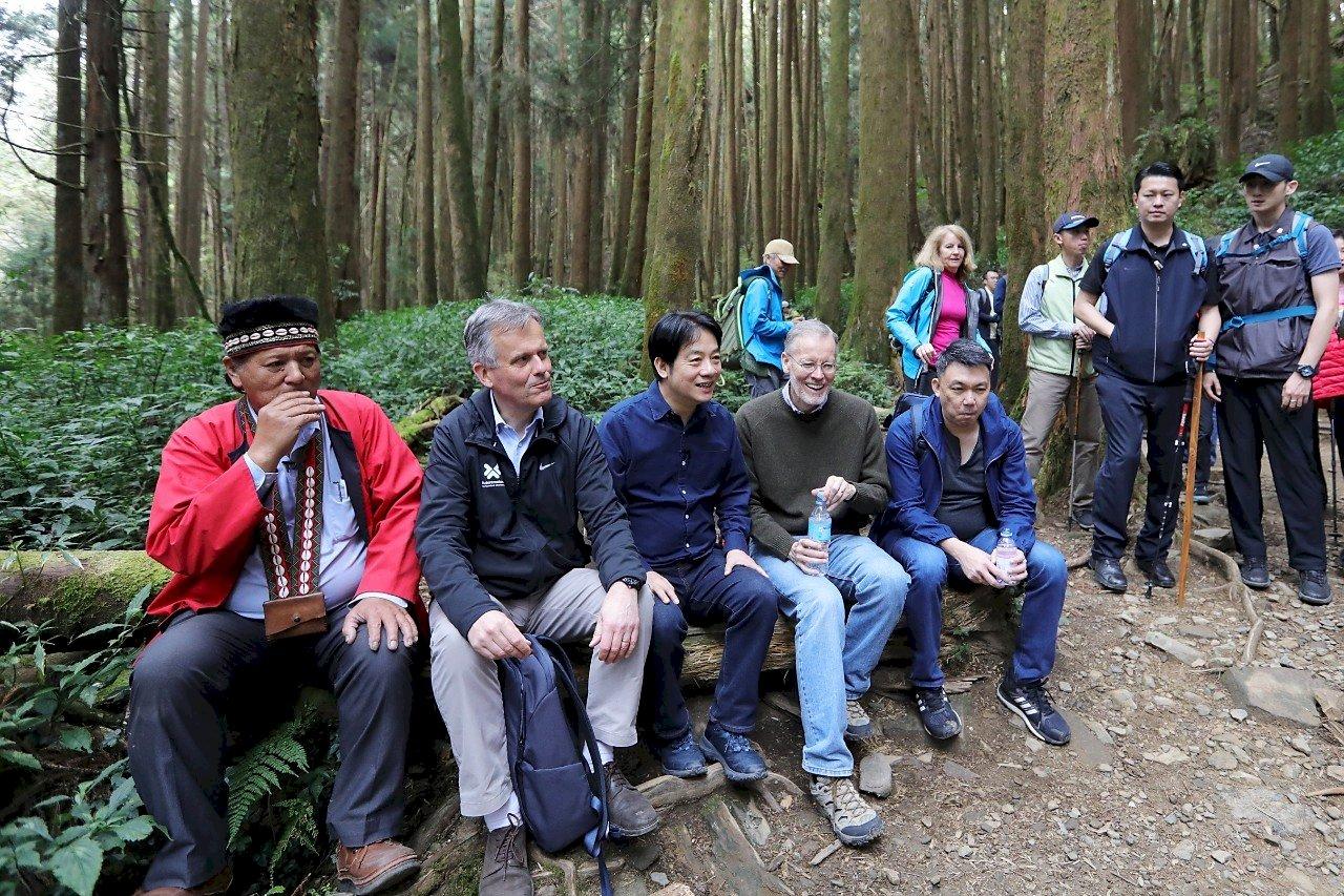 邀駐台代表訪古道部落 賴清德:將台灣山林之美介紹給好友