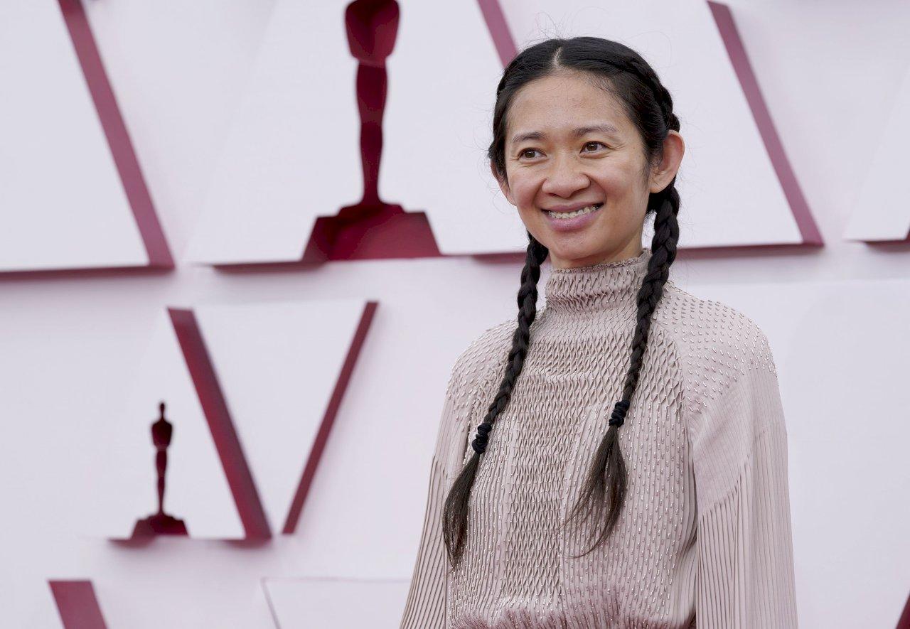 趙婷榮獲奧斯卡最佳導演 亞裔女性第一人