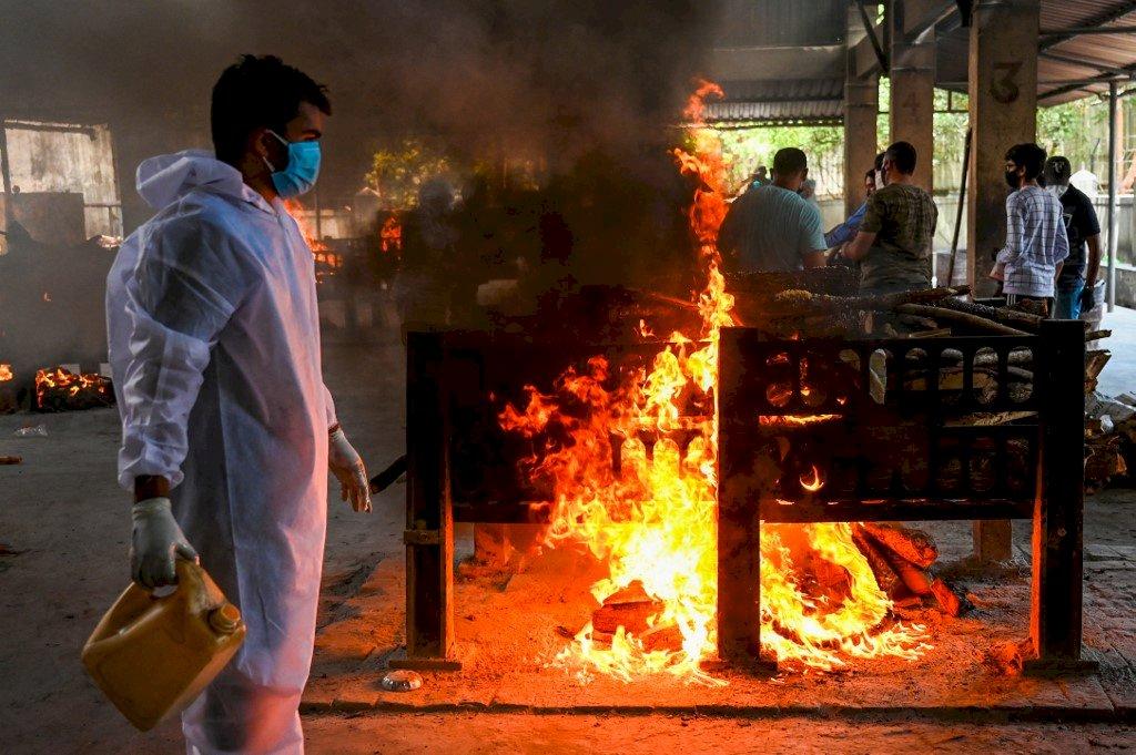 疫情失控!印度新增確診及死亡病例雙創新高 首都延長封鎖一週