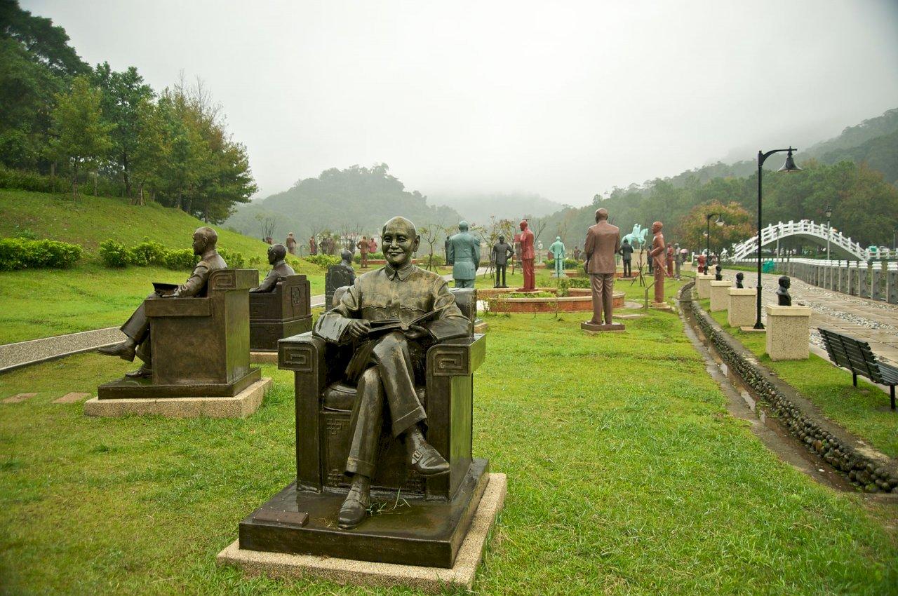 國防部移兩蔣銅像零進度 促轉會研議找「其他機制」協商