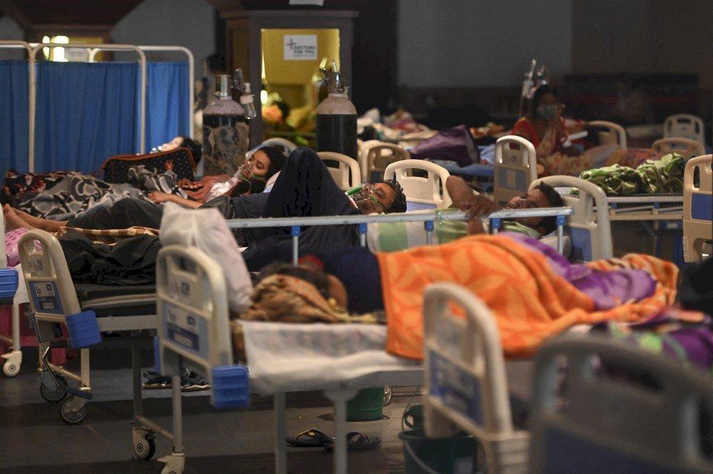 印度24小時內染疫人數破40萬 創紀錄