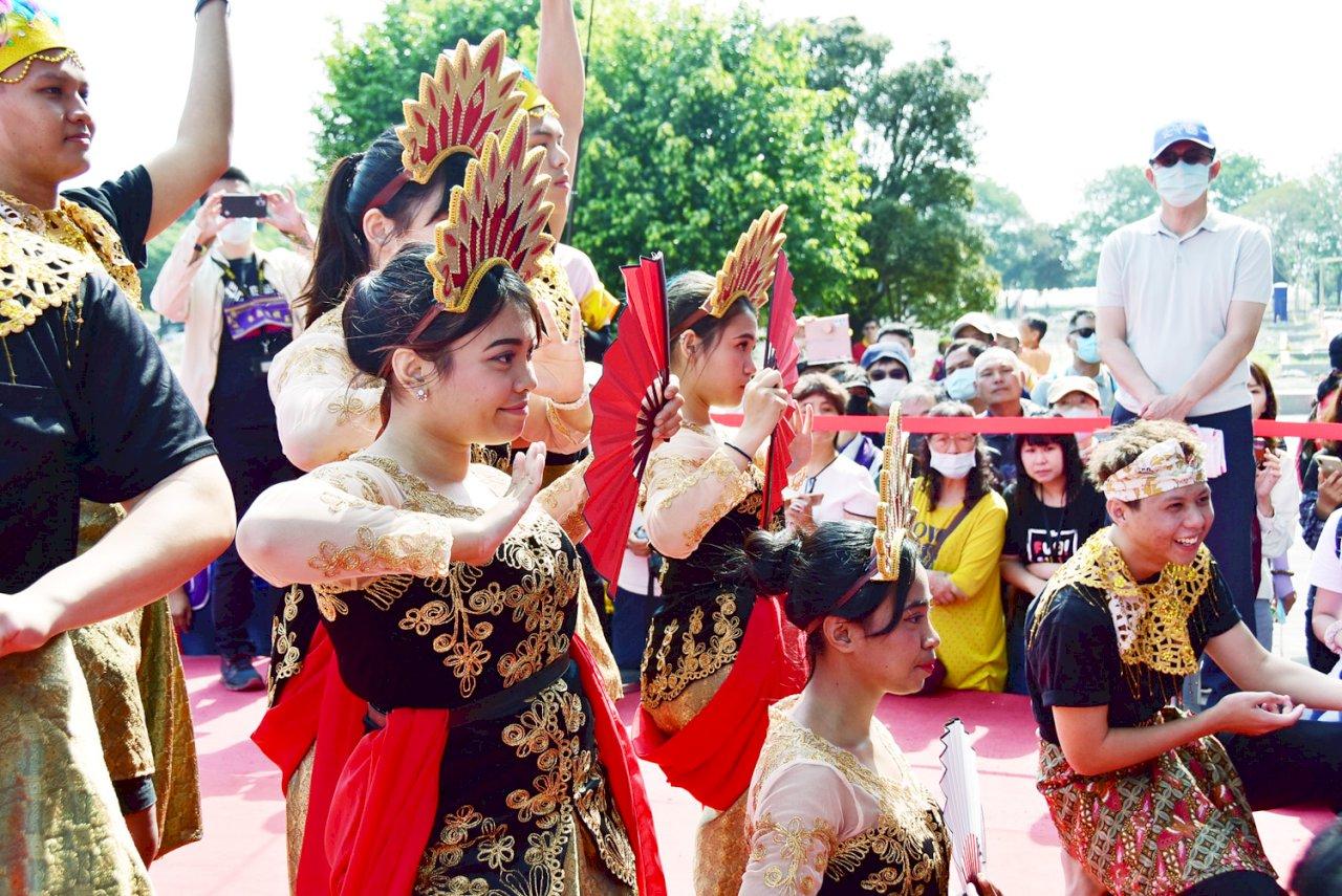 外籍生愛媽祖展創意 給神明看印尼祈福舞