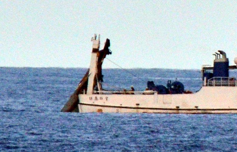 去年失事F-5E戰機打撈上岸 機身完整有助調查