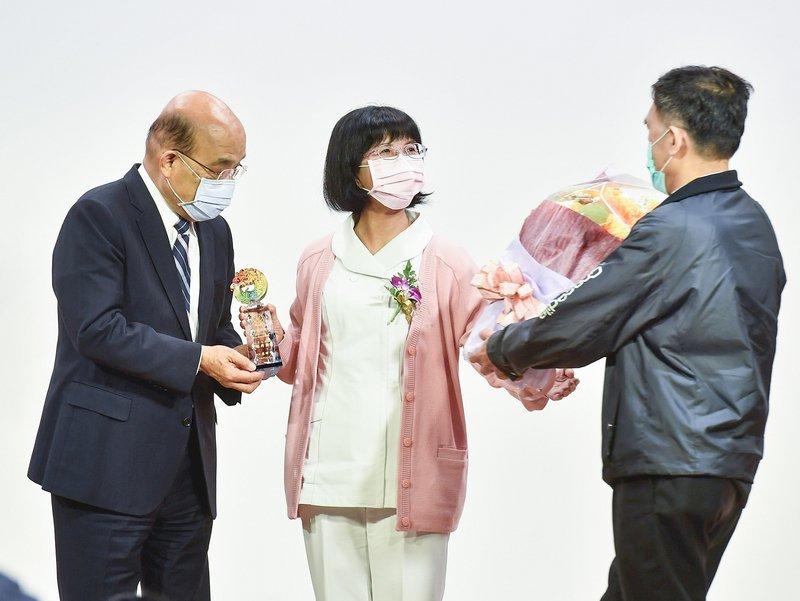 表揚部立醫院護理人員 蘇揆讚許讓台灣成亂世中福地