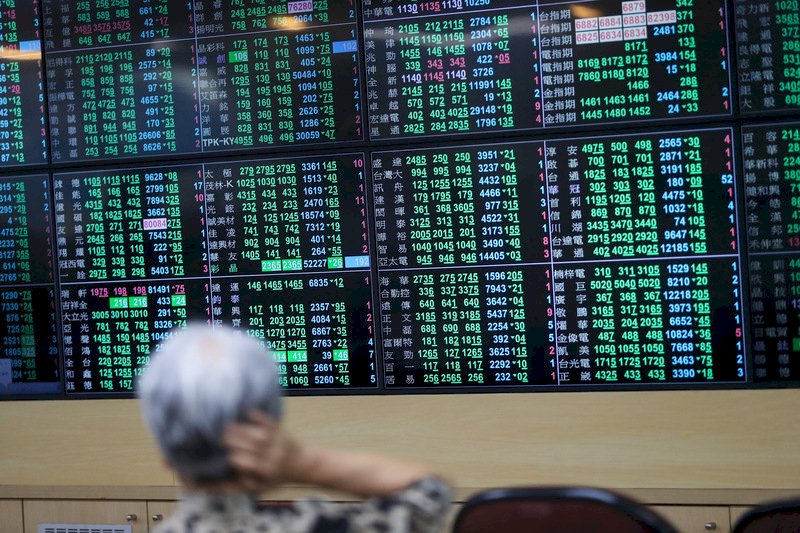 傳產類股資金派對結束?台股爆歷史天量摜破萬七