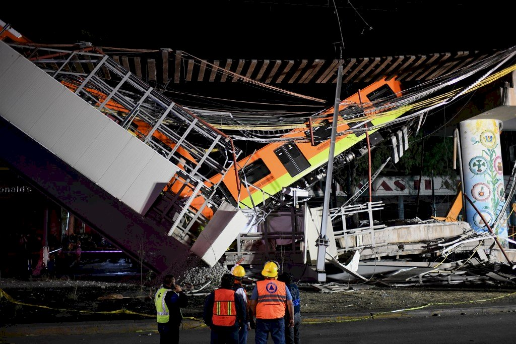 墨西哥地鐵高架崩塌 列車墜地至少23死65傷