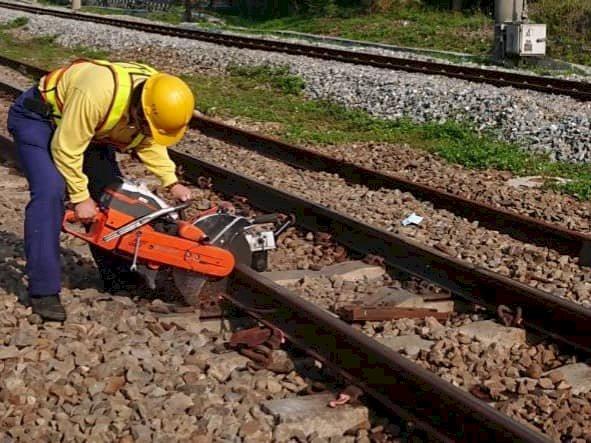 台鐵中部路段鋼軌高溫彎曲 影響2700多旅客