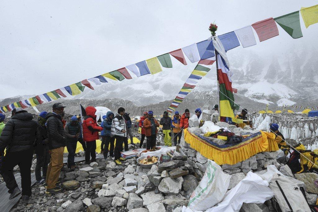 逾30人從聖母峰山腳撤離 尼泊爾重振登山產業希望恐落空